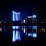 Riflessione di una città di notte in acqua minsk Immagine Stock Libera da Diritti