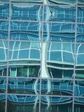 Riflessione di vetro astratta della facciata Fotografie Stock Libere da Diritti