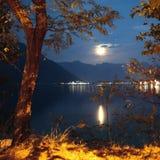 Riflessione dorata di luce della luna Immagini Stock Libere da Diritti