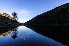 Riflessione nel lago mountain Fotografia Stock Libera da Diritti