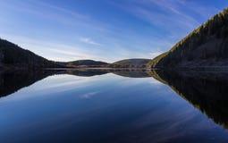 Riflessione nel lago mountain Fotografie Stock