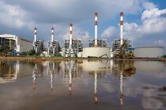 Riflessione o immagine di specchio della centrale elettrica termica Fotografia Stock Libera da Diritti
