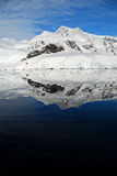 Riflessione perfetta in Antartide Fotografia Stock