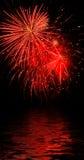 Riflessione rossa del fuoco d'artificio Fotografie Stock Libere da Diritti