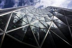 Riflessione spettacolare della nuvola su un edificio alto a Calgary, Alberta, Canada fotografie stock