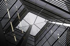 Riflessione su una costruzione moderna dello specchio Fotografia Stock