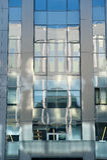 Riflessione sulla costruzione della facciata Fotografie Stock Libere da Diritti