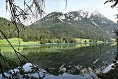 Riflessione in un lago della montagna Immagini Stock Libere da Diritti