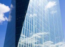 Riflessione in una costruzione di vetro alta a Londra Immagini Stock