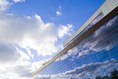 Riflessioni 1 delle nubi e delle pareti fotografie stock libere da diritti