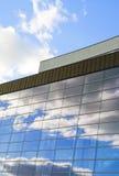 Riflessioni 2 delle nubi e delle pareti fotografia stock libera da diritti