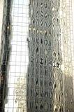 Riflessioni astratte dell'edificio per uffici di vetro Immagini Stock