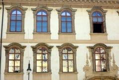 Riflessioni astratte a Praga storica che sviluppa Windows, repubblica Ceca Immagini Stock Libere da Diritti