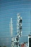 Riflessioni in costruzione di vetro Fotografie Stock