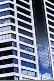 Riflessioni del cielo in un grattacielo Immagini Stock Libere da Diritti