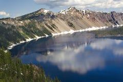 Riflessioni del lago crater Immagine Stock