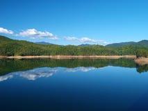 Riflessioni del lago fontana fotografia stock libera da diritti