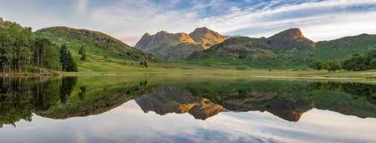 Riflessioni del lago mountain Fotografie Stock