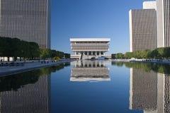 Riflessioni dell'edificio per uffici Fotografia Stock