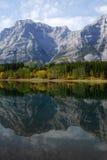 Riflessioni della montagna e del lago Fotografie Stock Libere da Diritti