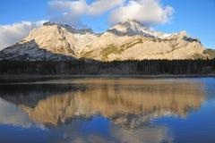 Riflessioni della montagna e del lago Fotografia Stock Libera da Diritti