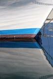 Riflessioni della prora di vecchia barca a vela Fotografia Stock Libera da Diritti