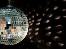 Riflessioni della sfera della discoteca fotografia stock