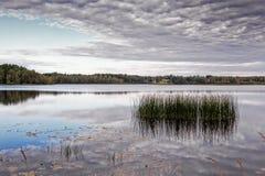 Riflessioni di Autumn Lake Fotografia Stock