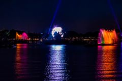 Riflessioni di illuminazioni di terra in Epcot a Walt Disney World Resort 4 fotografia stock