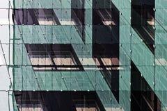 Riflessioni di nuovo edificio per uffici fotografia stock libera da diritti