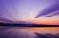 Riflessioni di tramonto in acqua Immagini Stock Libere da Diritti