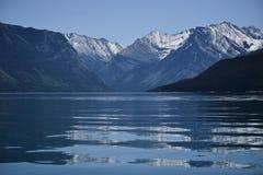 Riflessioni di un lago alpino fotografia stock