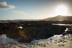 Riflessioni e rocce della sabbia fotografia stock libera da diritti