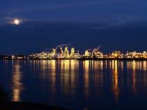 Riflessioni industriali del fiume Immagini Stock