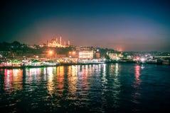 Riflessioni leggere alla notte in Stambul Immagine Stock