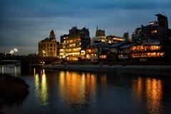 Riflessioni leggere sul fiume di Kamo fotografia stock