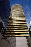 Riflessioni moderne dell'edificio per uffici Fotografia Stock