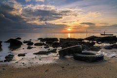 Riflessioni quando la marea retrocede di mattina con la bella alba Fotografia Stock Libera da Diritti