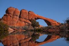 Riflessioni rosse della roccia Immagini Stock Libere da Diritti
