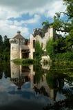 Riflessioni rovinate del castello Immagine Stock