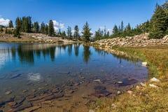 Riflessioni strada secondaria scenica sul lago alto, lago mirror, Utah Fotografia Stock Libera da Diritti