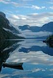 Riflessioni sul fiordo fotografia stock libera da diritti