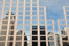Riflessioni sul grattacielo Fotografie Stock