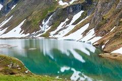 Riflessioni sul lago alpino di estate Fotografia Stock Libera da Diritti