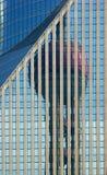 Riflessioni sull'edificio per uffici Fotografia Stock Libera da Diritti