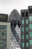 Riflessioni in un grattacielo Immagini Stock Libere da Diritti