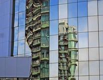 Riflessioni in una costruzione moderna Immagine Stock Libera da Diritti