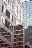 Riflessioni urbane della finestra Immagini Stock