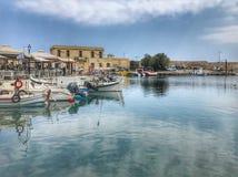 Riflessioni veneziane del porto di Rethymno immagini stock