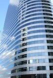 Riflesso del cielo su grattacielo Immagini Stock Libere da Diritti